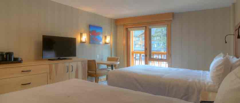 canada_banff_moose-hotel-suites_bedroom2.jpg